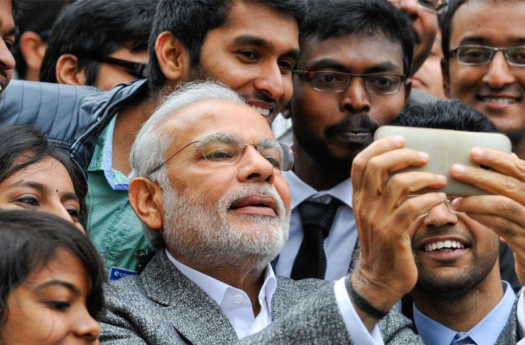 PM_taking_selfie_with_his_smartphone